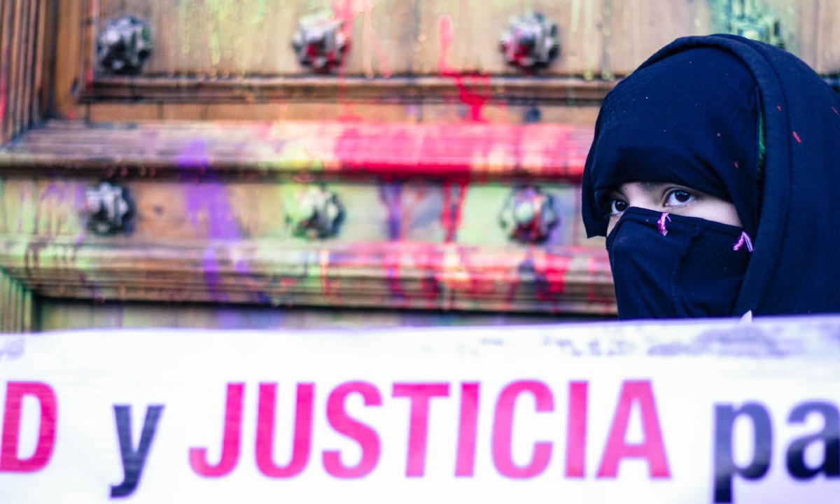 protesta feminista en Palacio Nacional.