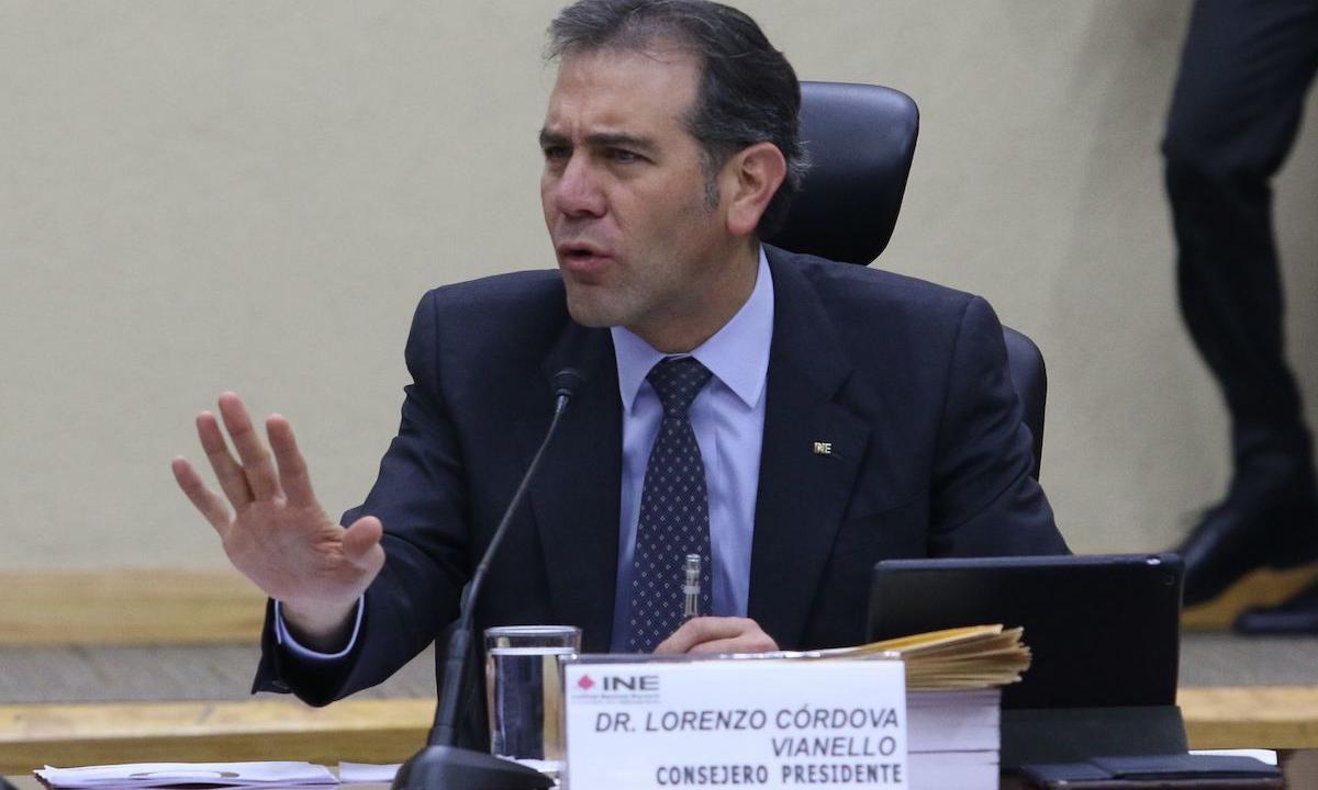 Naufraga intento para que Lorenzo Córdova se vaya a la UNAM
