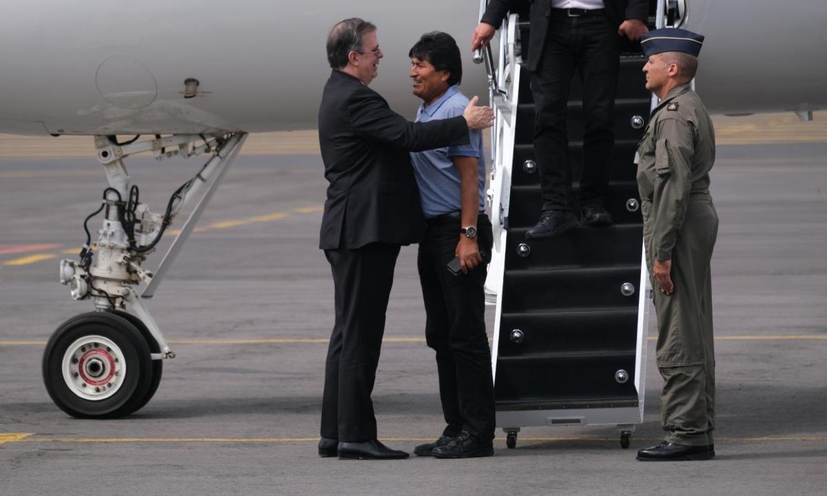 Los generales de la 4T siguen viajando en 'el avión de Evo'