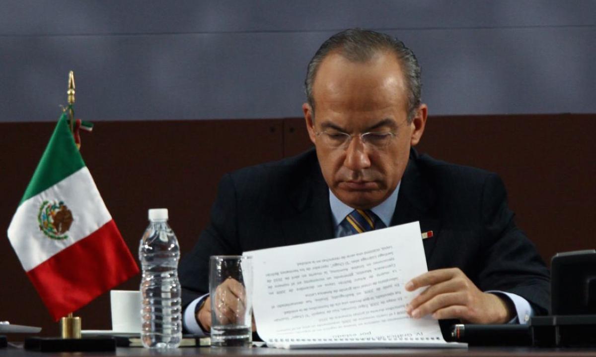Una transferencia electrónica pone a Felipe Calderón en la mira de la UIF