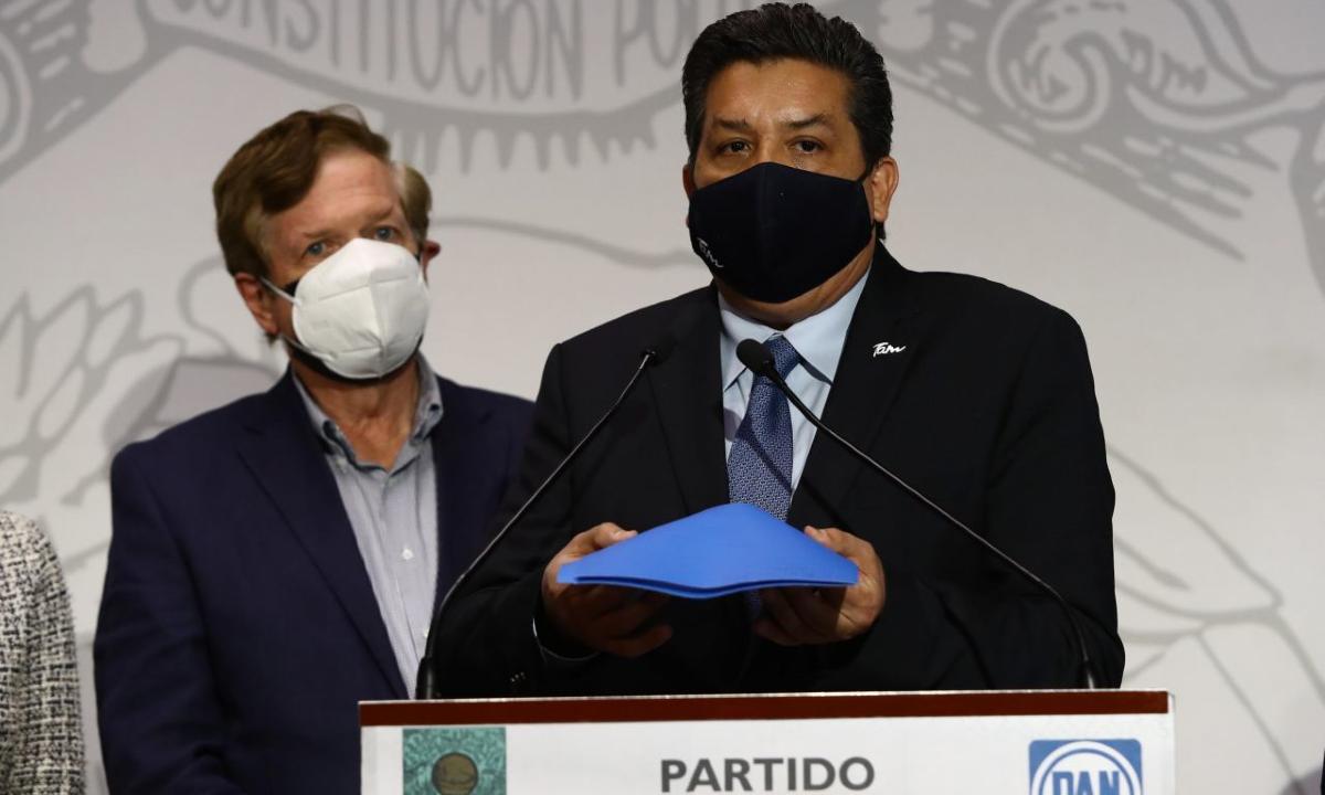 """El """"show"""" Cabeza de Vaca: el gobernador de Tamaulipas cae en la trampa"""