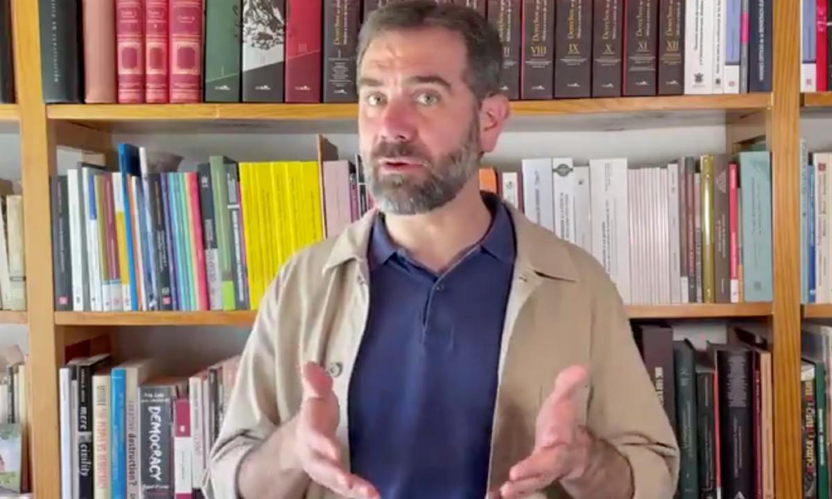 Lorenzo Córdova amonesta oootra vez a AMLO por uso político de las vacunas