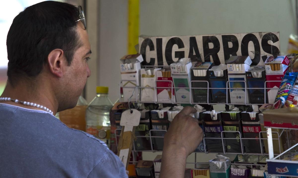 Cigarros sueltos: el enemigo está en la esquina… y cuesta 5 pesos