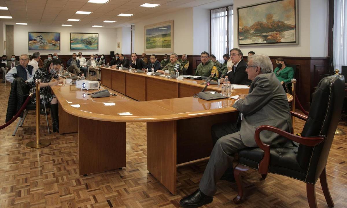 """López Obrador, los """"duros"""" contra los """"blandos"""" en su gabinete."""
